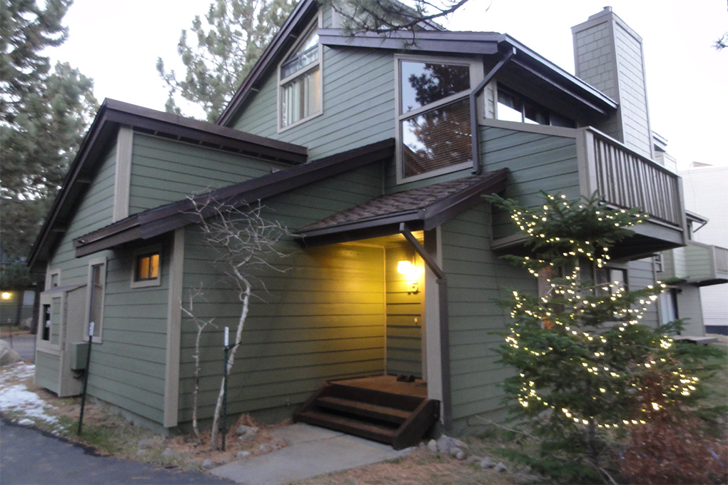 Front Entrance of Mammoth Sierra Townhomes